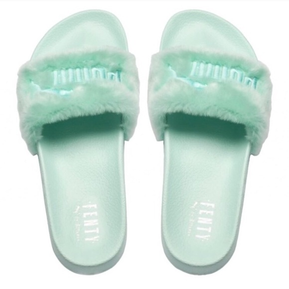 the latest a43e2 d68b0 Fur fenty puma slides NWT